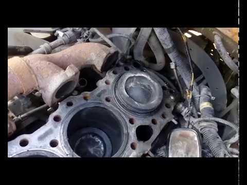 Ремонт двигателя Freightliner FLD : часть 1, снятие поршней