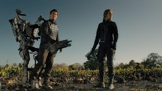 Edge of Tomorrow - Official Trailer
