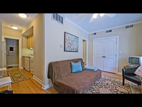 Nicely-updated apartments in a prime Lincoln Park location