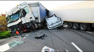THE ULTIMATE TRUCK CRASH COMPILATION WITN NO LIGHT/SMALL TRUCKS  | 18+