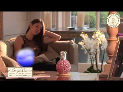 Anleitung zur Verwendung Ihrer Duftlampe Ashleigh & Burwood Video Standfoto
