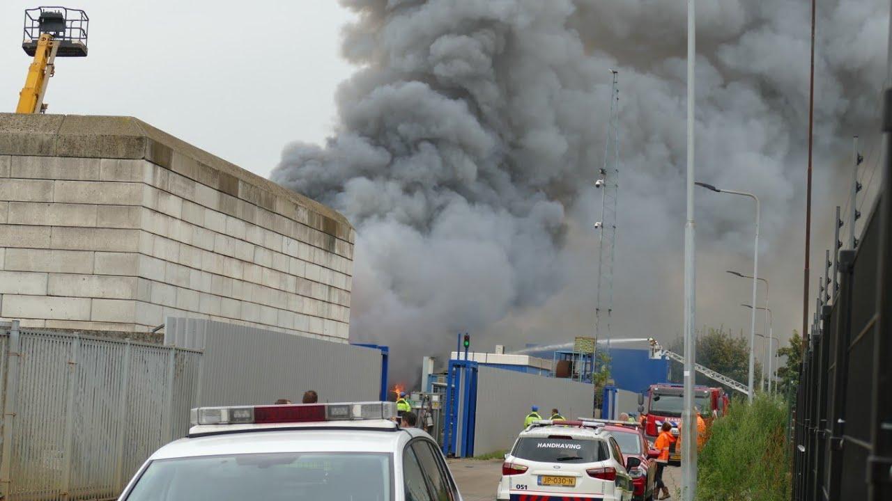 [GRIP2] Zeer grote brand bij Avi aan de Rietveldenkade in `s-Hertogenbosch