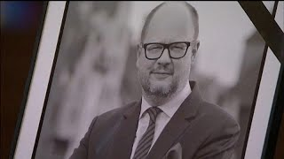Траур в Польше: убийство Павла Адамовича раскололо страну…