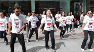 Flash Mob In Dublin 2017     I Know Who I Am (SINACH)