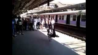 preview picture of video 'Flash Mob in Mumbai at Borivali Station'