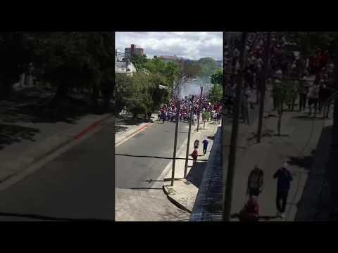 """""""La Banda del Parque caminando al Centenario"""" Barra: La Banda del Parque • Club: Nacional • País: Uruguay"""