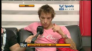 Jonathan Bottinelli se lava las manos en TyC 12/09/2012