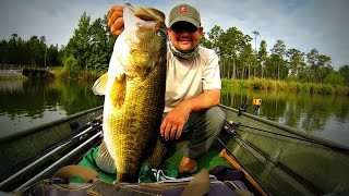How to Catch Giant Summer Bass - Fishing 12 inch Worms and Jigs