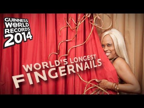بالفيديو ... صاحبة أطول أظافر في العالم بعد 18 عام من تطويلها