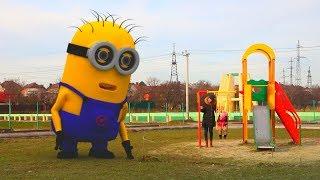 Миньоны на детской площадке, видео для детей (20 серия и все серии подряд на KidsFM)