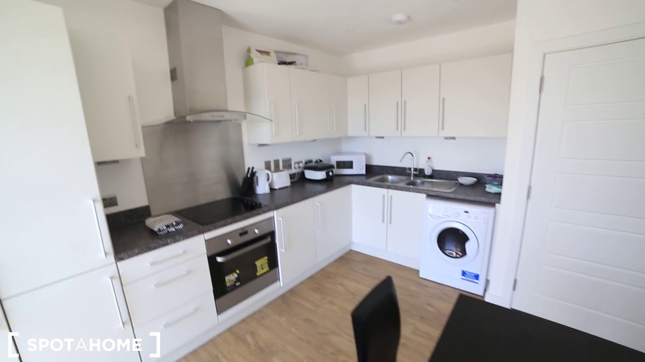 Double bed in Rooms for rent in 4-bedroom flat in Beckton