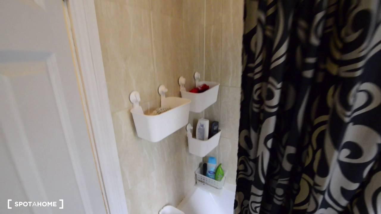 Rooms to rent in 5-bedroom house with garden in green Harringay