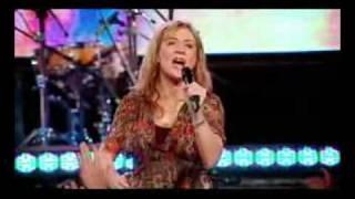 Hillsong cantando em português - Diante da cruz