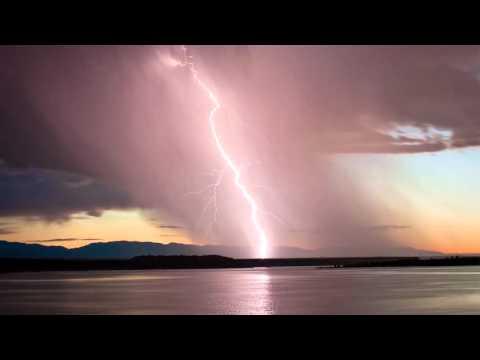 Шум дождя и раскаты грома в дождь. Слушать звуки природы.