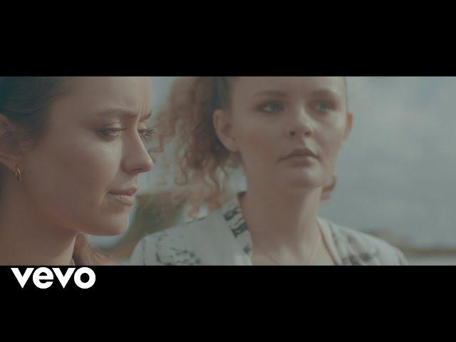 Elsa & Emilie – Au Volant