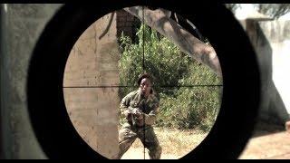 美军顶级狙击手遭遇神秘敌军,8发狙击子弹竟打不死,手都颤抖了