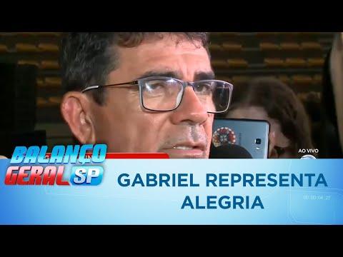 Gabriel Diniz representa a alegria, diz pai do cantor