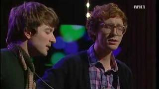 "Kings of Convenience sing ""24-25"" live"