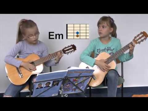 """Lucy und Enna spielen """"Wir sind Kinder"""""""