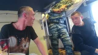 Пьяный быдлан в поезде