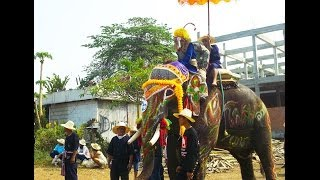 preview picture of video 'Si Satchanalai Elephant Back Ordination Procession April 7'