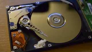 Hitachi Travelstar 80GB Festplatte Offen Beim Video Abspielen und Kopieren
