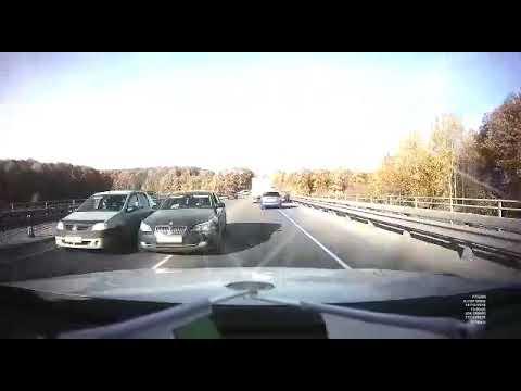 Любитель обгонять через сплошную собрал в кучу 6 автомобилей