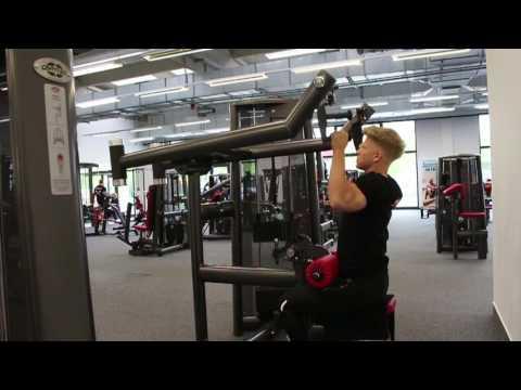 Latzugmaschine - Training der Rückenmuskulatur