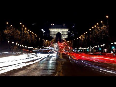 العرب اليوم - ماكرون يدشن قوس النصر في باريس بحلته الجديدة