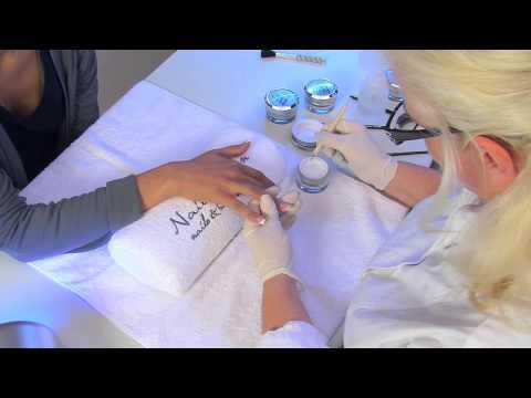UV Gel Nagelmodellage mit Nagel Tips für künstliche Fingernägel | nded.de