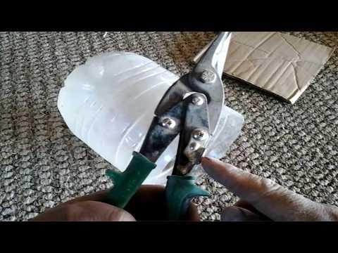 Usos de una tijera de metales/Uses of a metal scissor.