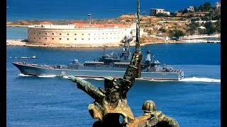 Корабли ЧФ ВМФ России БДК Азов и МПК Муромец ушли из Севастополя в море Город готовится к Дню ВМФ