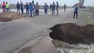 Обрушение дорожного покрытия на трассе Майкаин - Баянаул