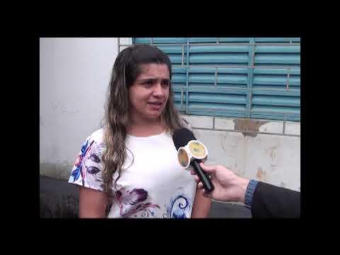 Moradora tem casa invadida por esgoto pela terceira vez
