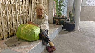 Mẹ già BÁN NHÀ chia tài sản cho 9 người con chấp nhận ra đường ở, mặc áo mưa ngủ ngoài trời
