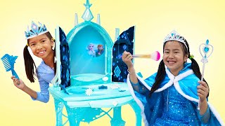 Wendy And Jannie Pretend Play Frozen Dress Up With Costumes And Make Up Toys