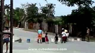 preview picture of video 'Protesta por falta de agua en Cambute'
