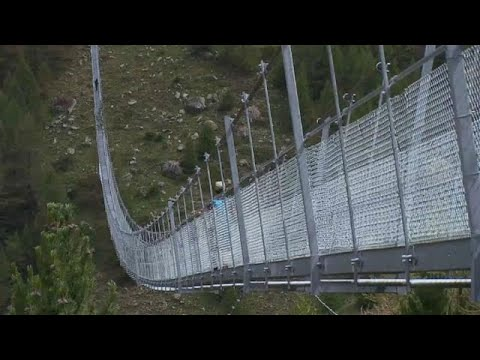 Η μεγαλύτερη κρεμαστή πεζογέφυρα στον κόσμο – ΒΙΝΤΕΟ