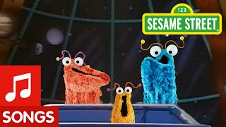 Sesame Street: Yip Yips Sing Their Martian Family Song