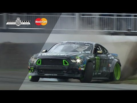 Vaughn Gittin Jr en el Monster Mustang RTR