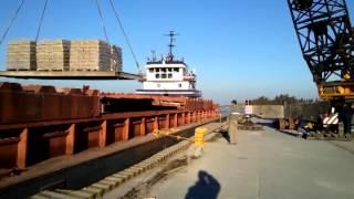 preview picture of video 'Carga de cemento en puerto villa constitucion (Muelle)'
