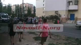 В Николаеве пьяный водитель Volkswagen едва не въехал в играющих детей — от самосуда его спасла полиция