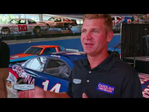 Clint Bowyer's Darlington Throwback Paint Scheme to Honor NASCAR Hall of Famer Mark Martin