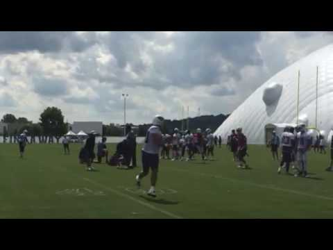 Marcus Mariota starring early in Titans training camp