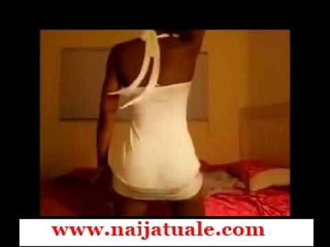 Lady Shows Off Her Hot Thing In Her Bedroom While Vigorously Shaking It)