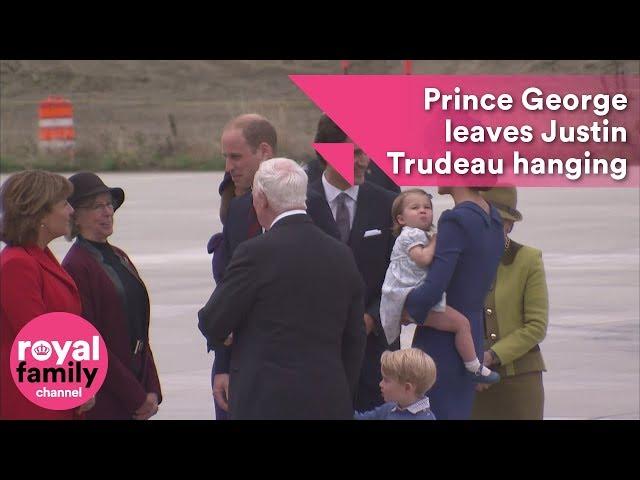 رئيس وزراء كندا في موقف محرج بعد رفض الأمير الصغير جورج مصافحته