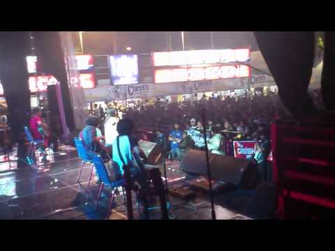 "Ignore - Acoustic Cover ""My Heart by Paramore"" Live @JatimFair 2011"
