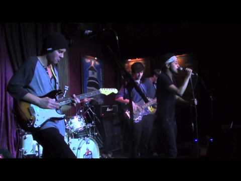 """Amnesiac - """"War/Crazy"""" [Live at the House of Blues]"""