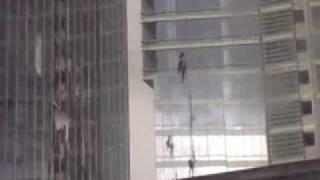 Смотреть онлайн Альпинисты погибли от удара из сильного ветра