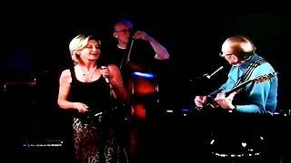 """Somewhere Over The Rainbow"" : Les Paul and Olivia Newton-John"